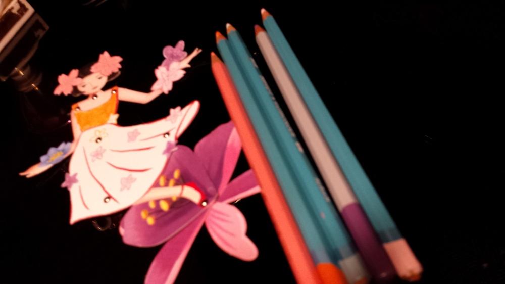 fatina colorata con matite.jpg